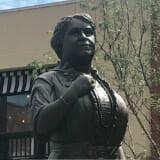 Maggoe Walker Statue